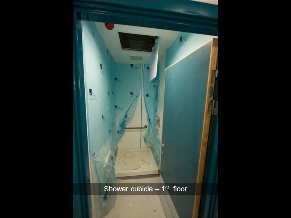 Shower cubicle – 1st floor