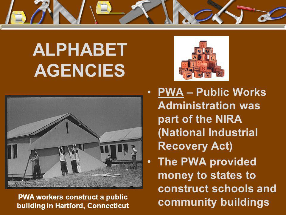 PWA workers construct a public building in Hartford, Connecticut