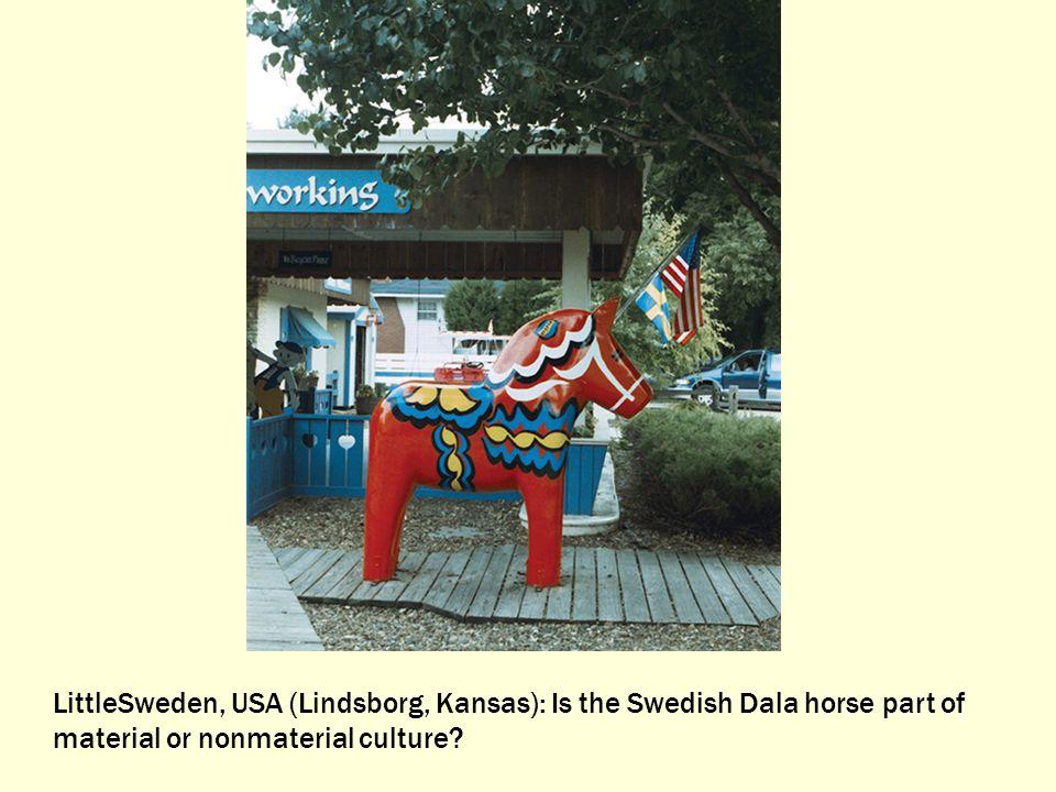 LittleSweden, USA (Lindsborg, Kansas): Is the Swedish Dala horse part of