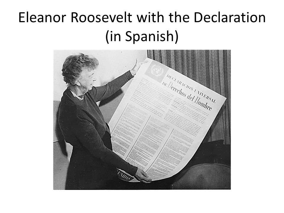 Eleanor Roosevelt with the Declaration (in Spanish)