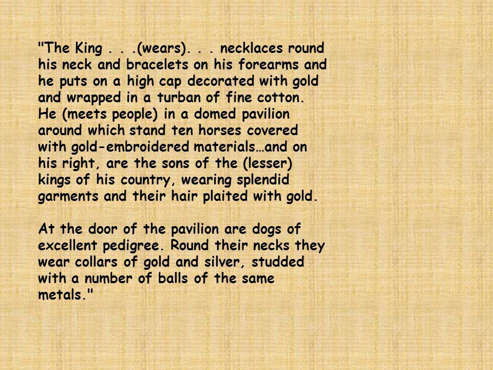 The King . .(wears).