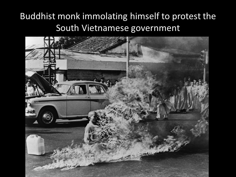 Buddhist monk immolating himself to protest the South Vietnamese government