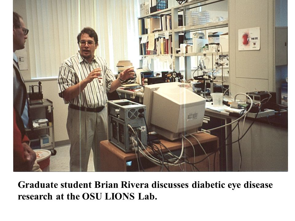 Graduate student Brian Rivera discusses diabetic eye disease research at the OSU LIONS Lab.