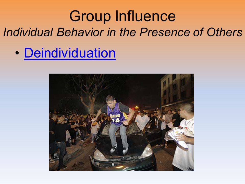 Group Influence Individual Behavior in the Presence of Others