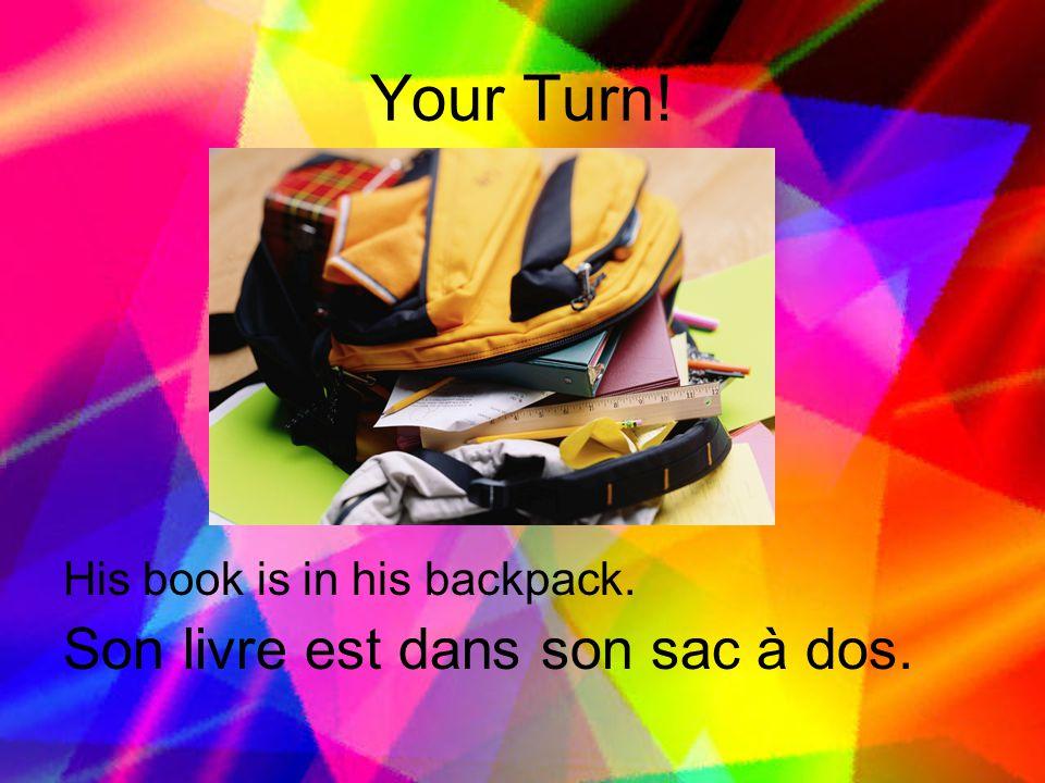 Your Turn! Son livre est dans son sac à dos.