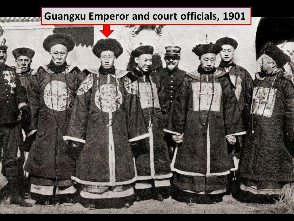 Guangxu Emperor and court officials, 1901