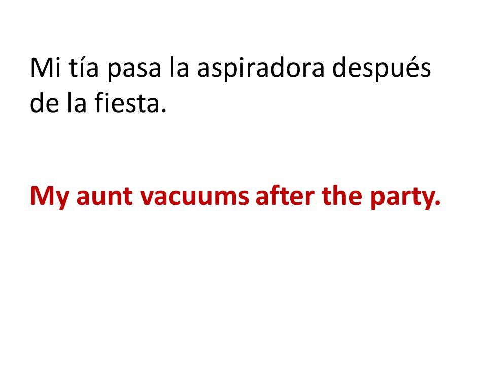 Mi tía pasa la aspiradora después de la fiesta.