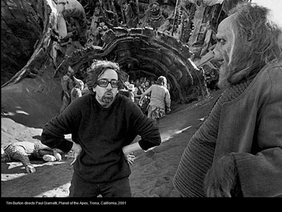 Tim Burton directs Paul Giamatti, Planet of the Apes, Trona, California, 2001