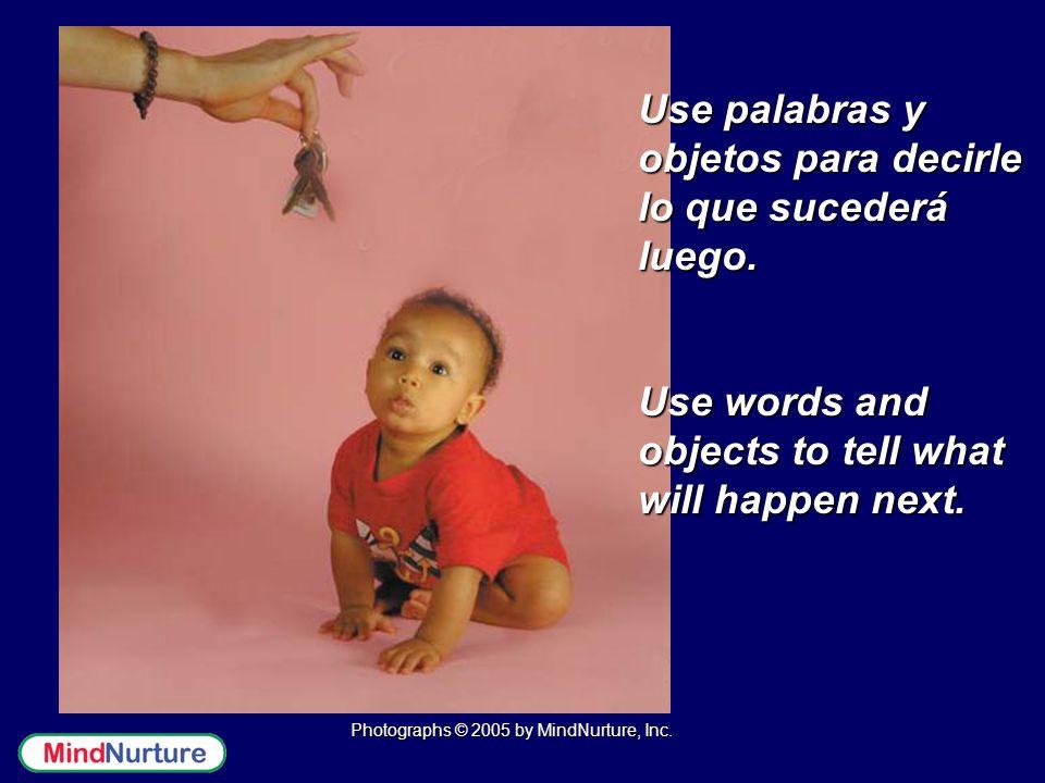 Use palabras y objetos para decirle lo que sucederá luego.