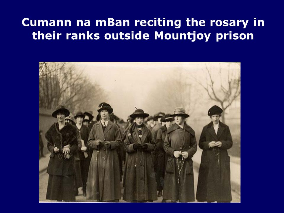 Cumann na mBan reciting the rosary in their ranks outside Mountjoy prison