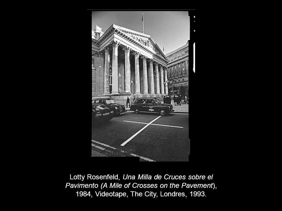 Lotty Rosenfeld, Una Milla de Cruces sobre el Pavimento (A Mile of Crosses on the Pavement), 1984, Videotape, The City, Londres, 1993.