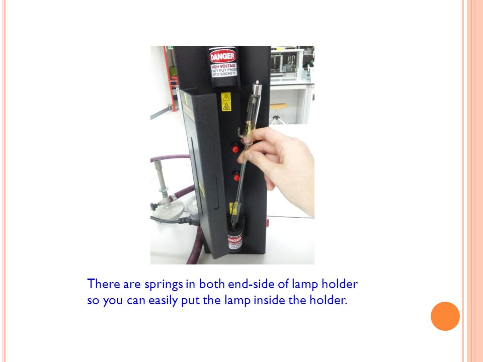 There are springs in both end-side of lamp holder