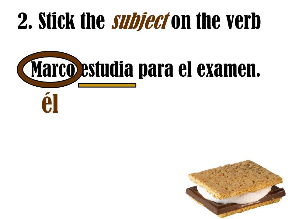 Marco estudia para el examen.