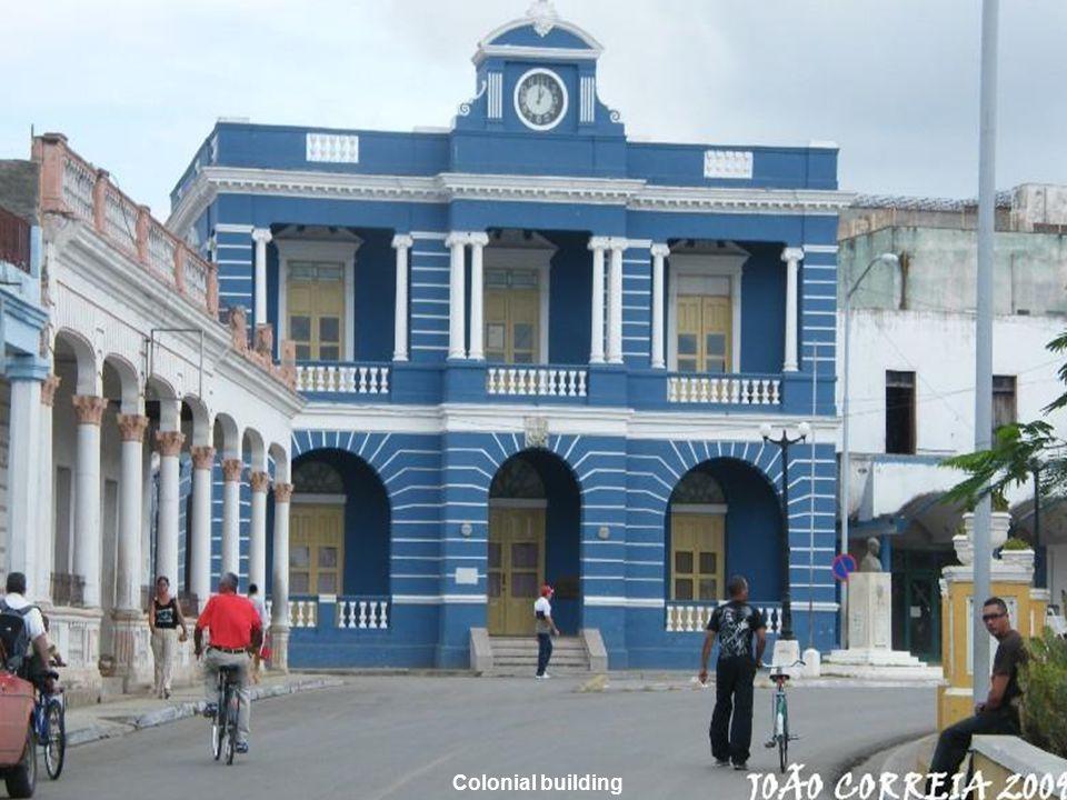 www.vitanoblepowerpoints.net Colonial building