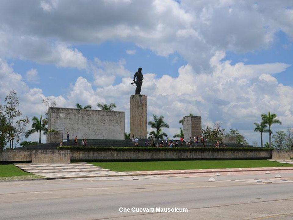 www.vitanoblepowerpoints.net Che Guevara Mausoleum