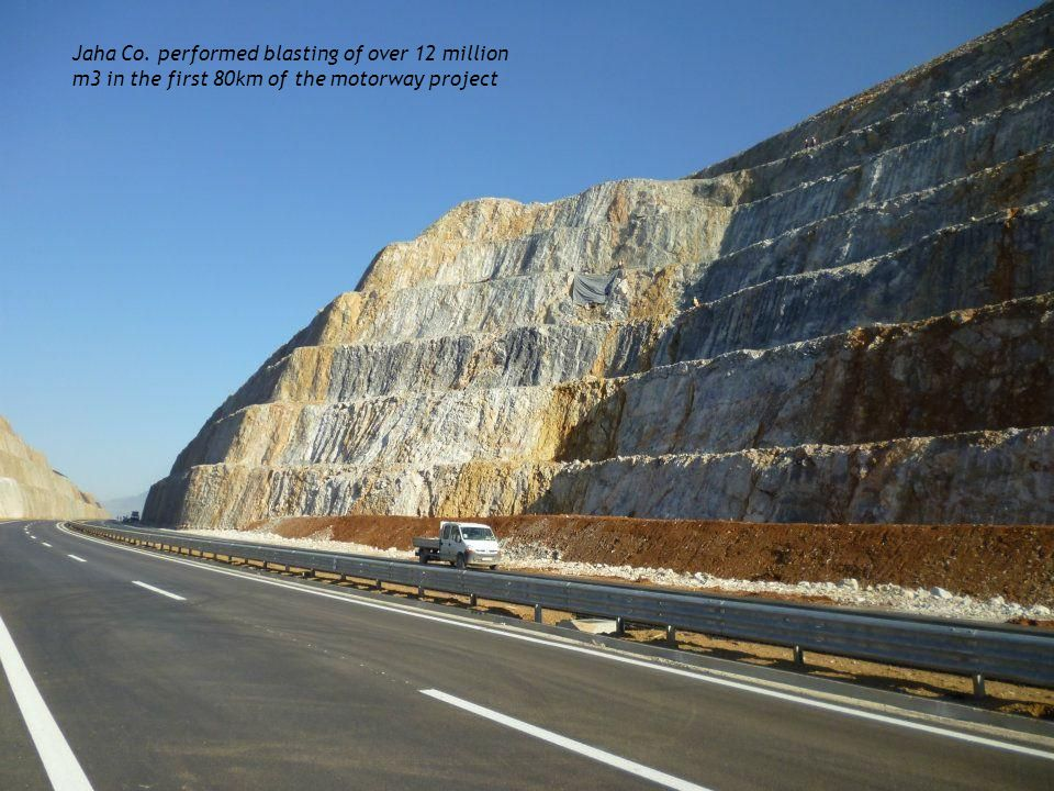 Jaha Co. performed blasting of over 12 million m3 in the first 80km of the motorway project