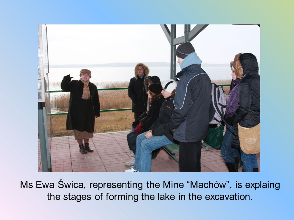 Ms Ewa Świca, representing the Mine Machów , is explaing the stages of forming the lake in the excavation.