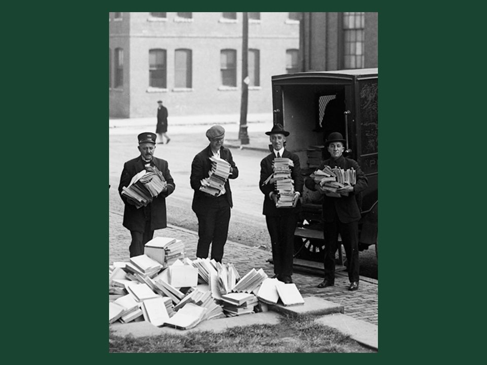 Ch. 19, Image 25 Local police with literature seized from a Communist Party office in Cambridge, Massachusetts, November 1919.