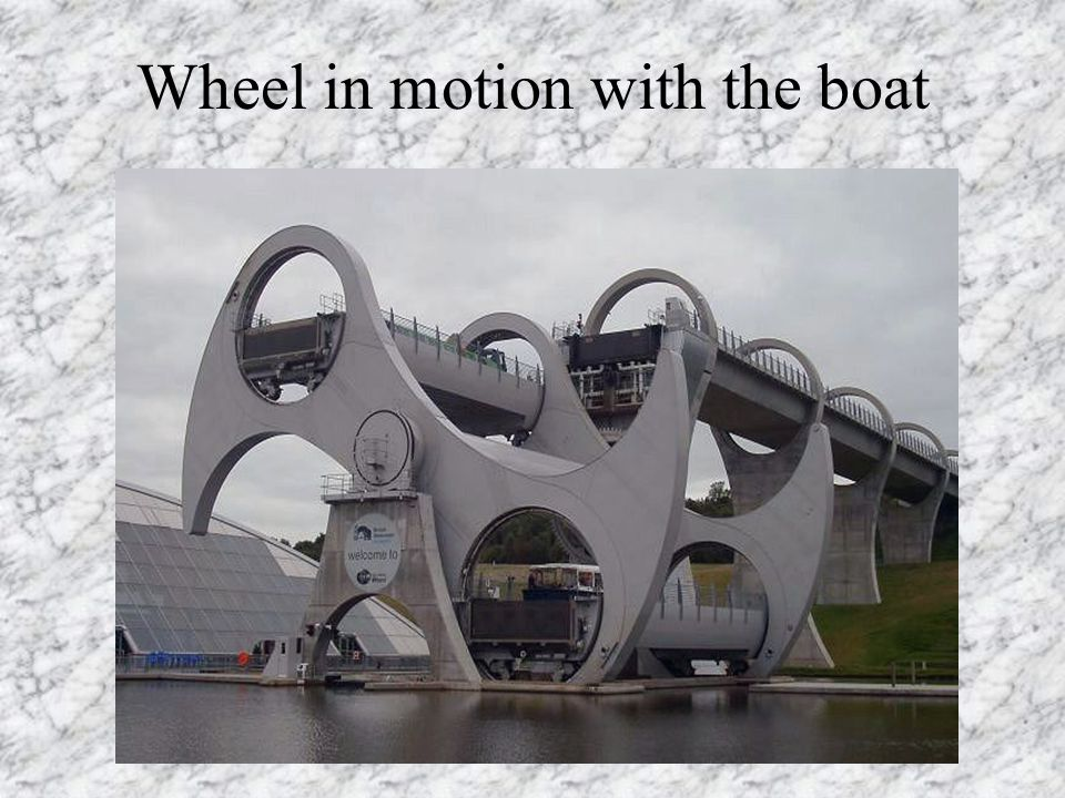 Wheel in motion with the boat