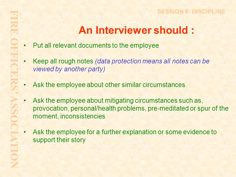 An Interviewer should :