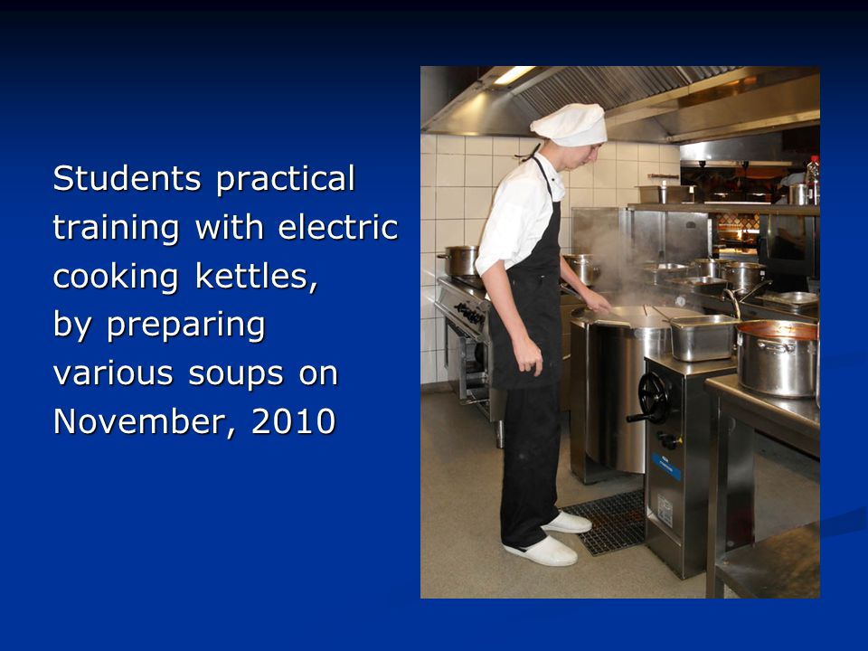 Students practical training with electric. cooking kettles, by preparing.