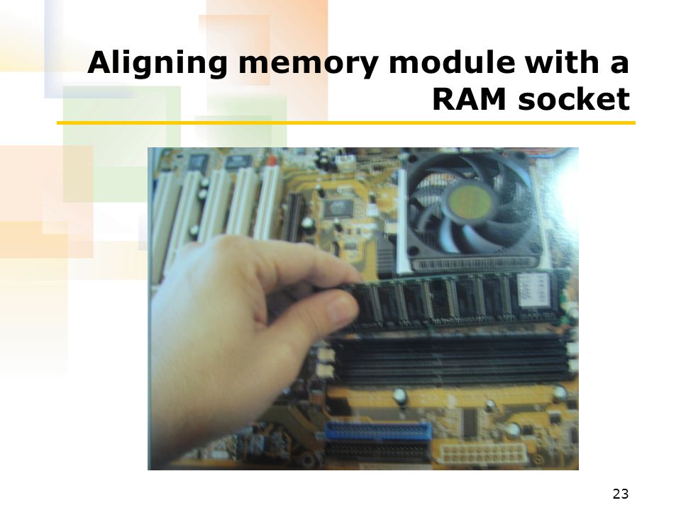Aligning memory module with a RAM socket