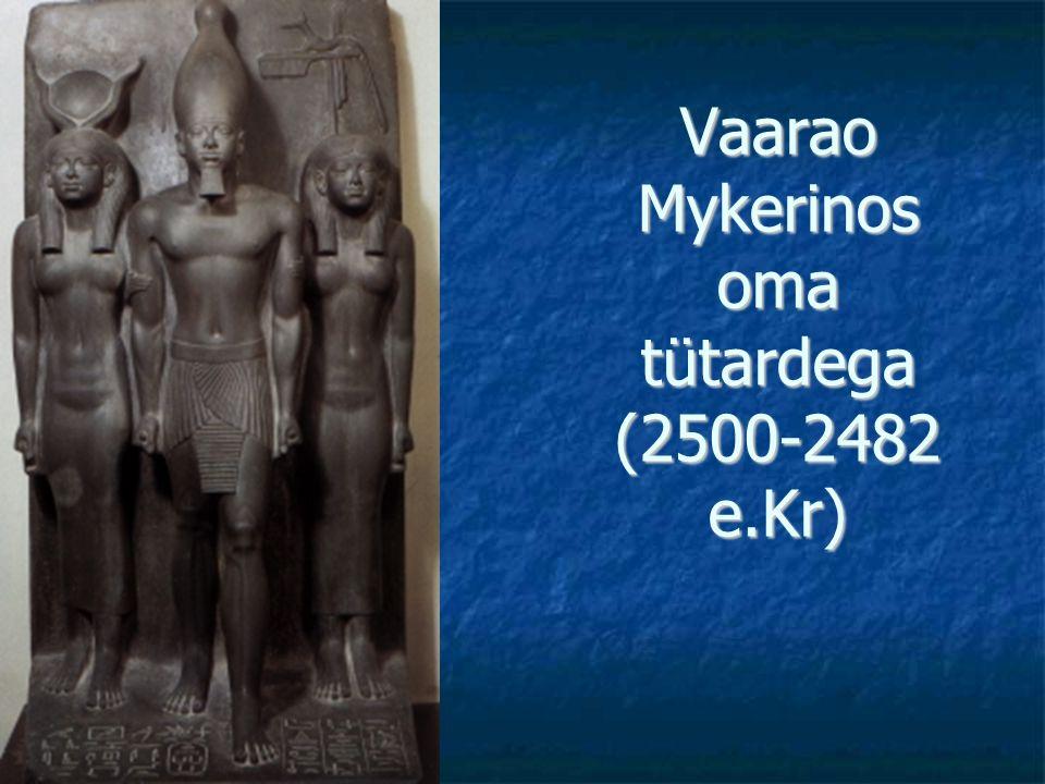 Vaarao Mykerinos oma tütardega (2500-2482 e.Kr)