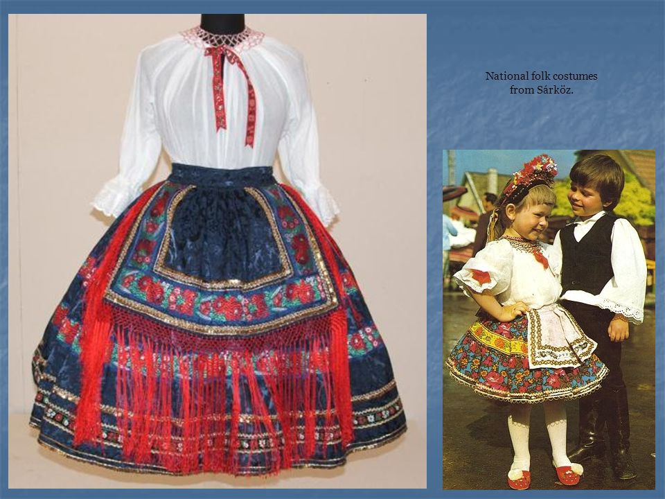 National folk costumes from Sárköz.