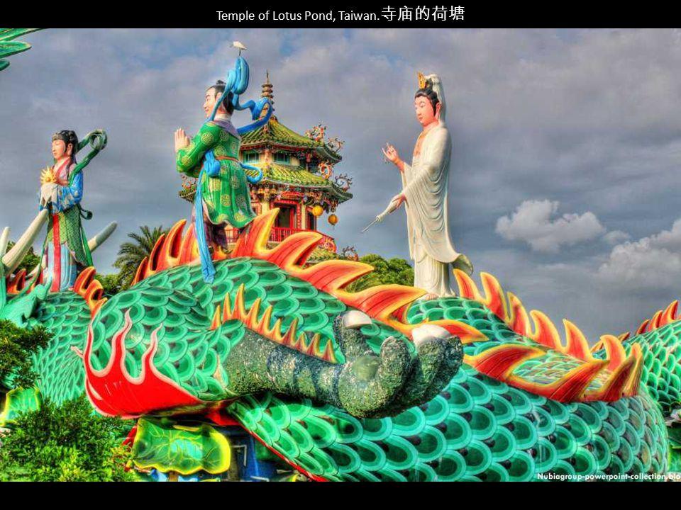 Temple of Lotus Pond, Taiwan.寺庙的荷塘