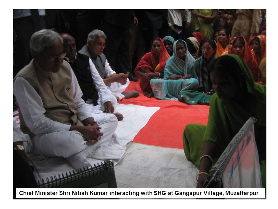 Chief Minister Shri Nitish Kumar interacting with SHG at Gangapur Village, Muzaffarpur