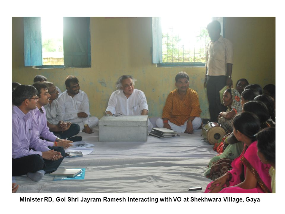 Minister RD, GoI Shri Jayram Ramesh interacting with VO at Shekhwara Village, Gaya