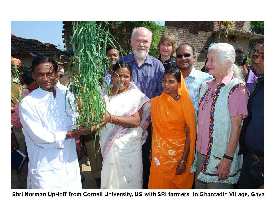 Shri Norman UpHoff from Cornell University, US with SRI farmers in Ghantadih Village, Gaya