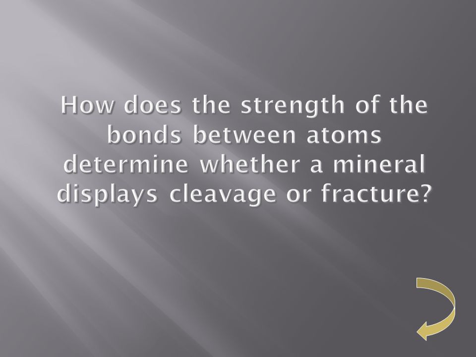 How does the strength of the bonds between atoms determine whether a mineral displays cleavage or fracture