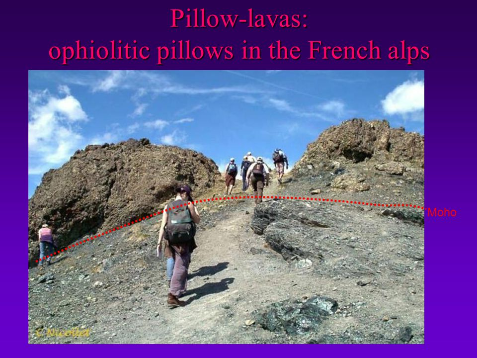 Pillow-lavas: ophiolitic pillows in the French alps