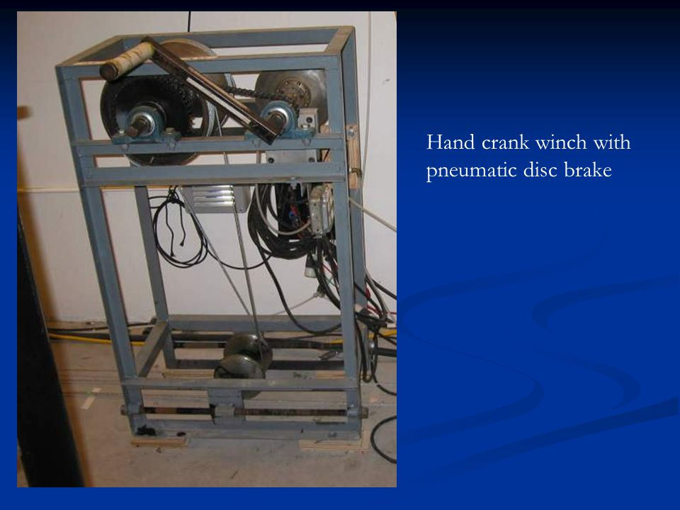 Hand crank winch with pneumatic disc brake