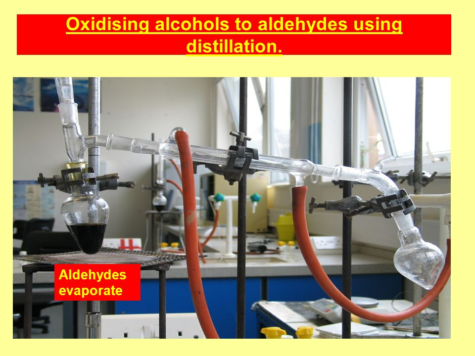Oxidising alcohols to aldehydes using distillation.