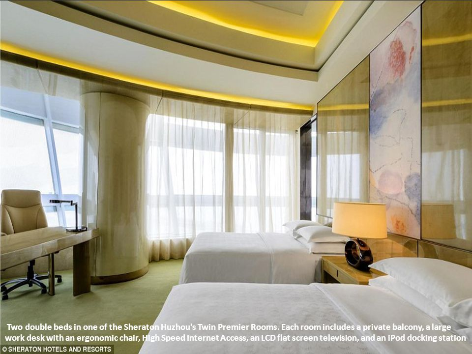 Two double beds in one of the Sheraton Huzhou s Twin Premier Rooms
