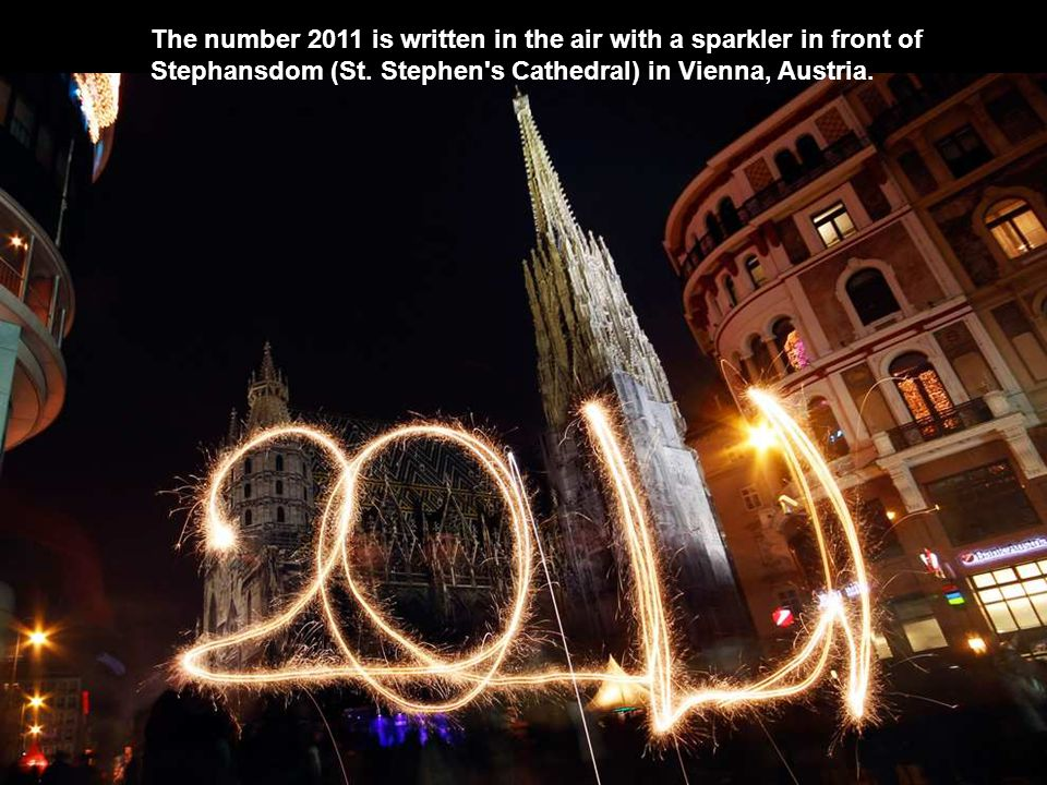 The number 2011 is written in the air with a sparkler in front of Stephansdom (St.