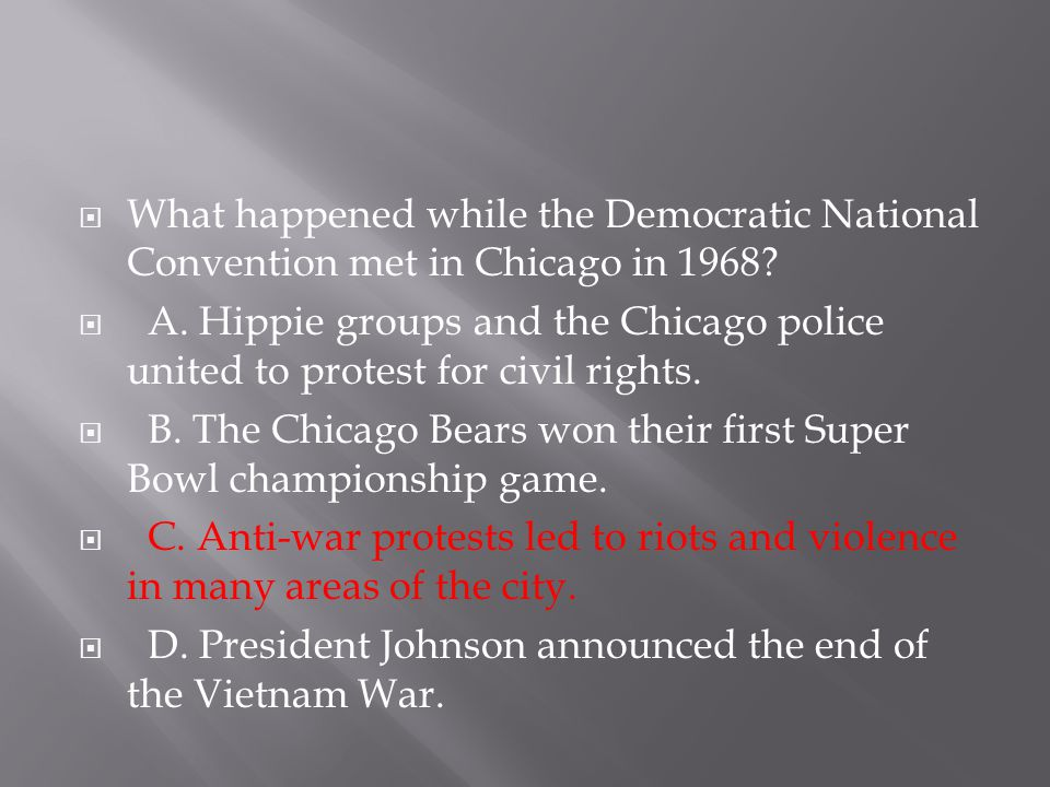 What happened while the Democratic National Convention met in Chicago in 1968