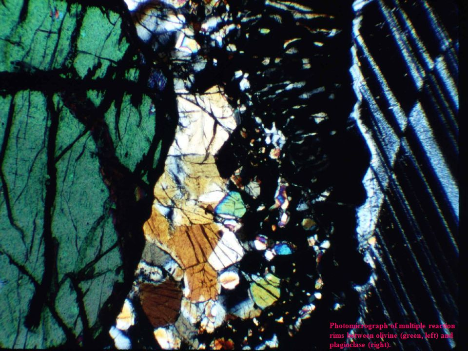 Photomicrograph of multiple reaction rims between olivine (green, left) and plagioclase (right).
