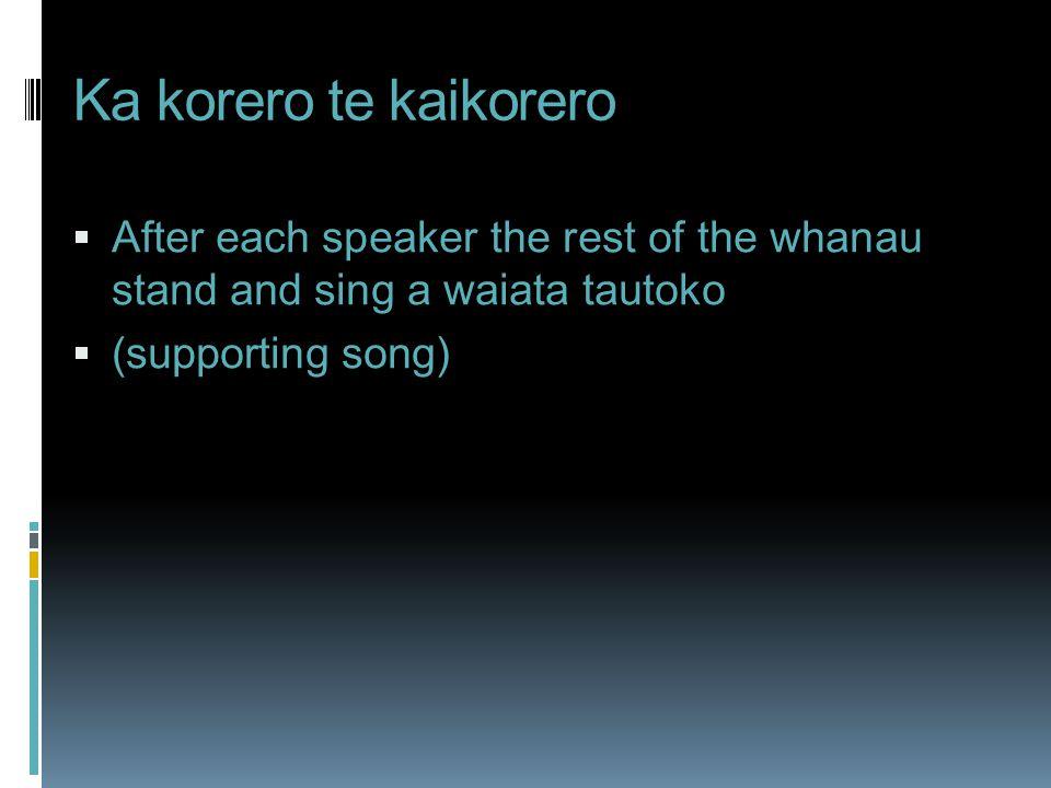 Ka korero te kaikorero After each speaker the rest of the whanau stand and sing a waiata tautoko.