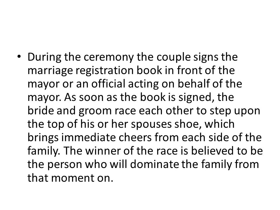 During the ceremony the couple signs the marriage registration book in front of the mayor or an official acting on behalf of the mayor.