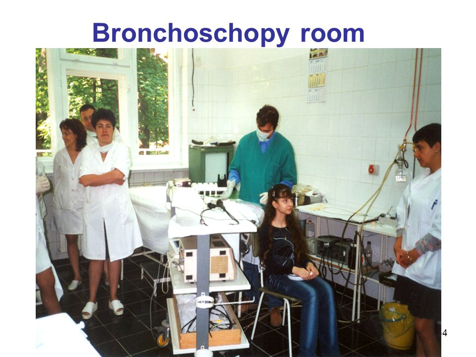 Bronchoschopy room Now lets look at respiratory protection in several settings. The picture shows a bronchoscopy room in central Europe.