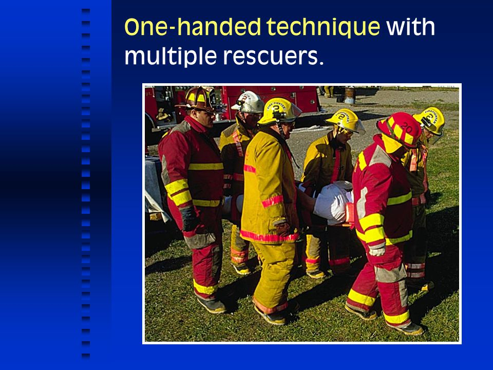 One-handed technique with multiple rescuers.