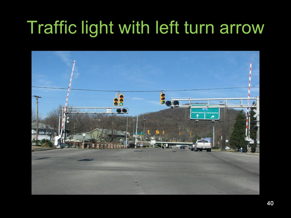 Traffic light with left turn arrow