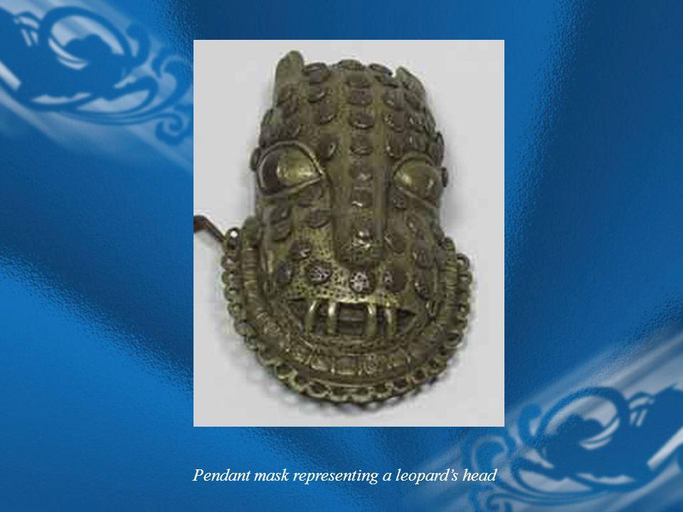 Pendant mask representing a leopard's head
