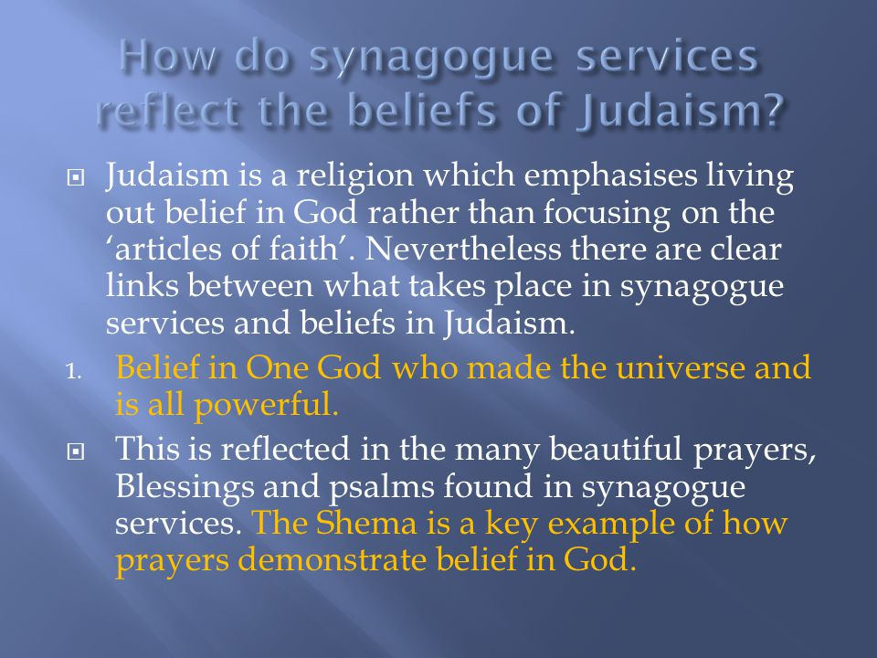 How do synagogue services reflect the beliefs of Judaism