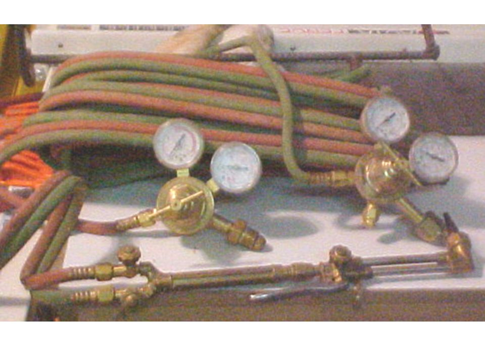 The green hose (oxygen) has right hand threads
