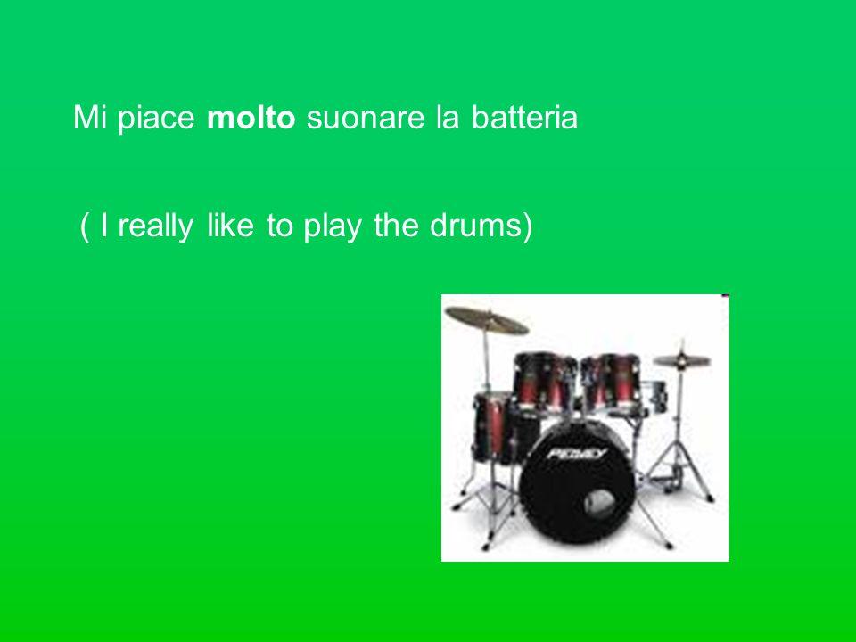 Mi piace molto suonare la batteria