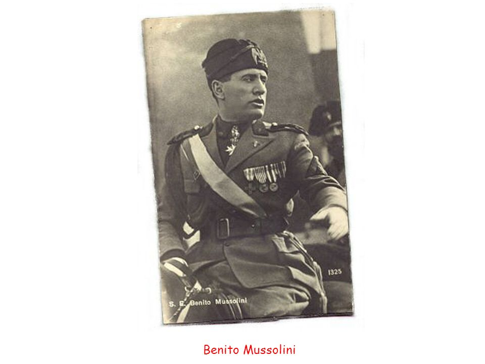 how did benito mussolini gain power in 1922